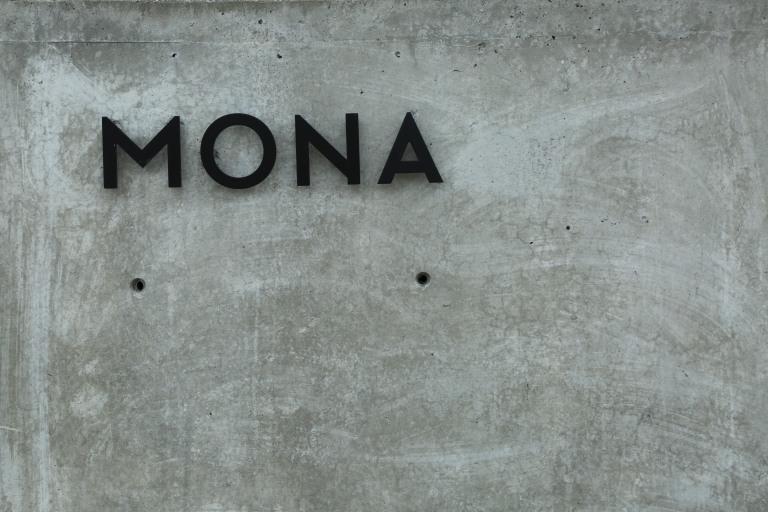 Mona 1